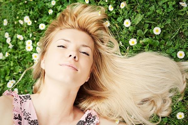 clareando-o-cabelo-com-camomila-naturalmente sem processos químicos