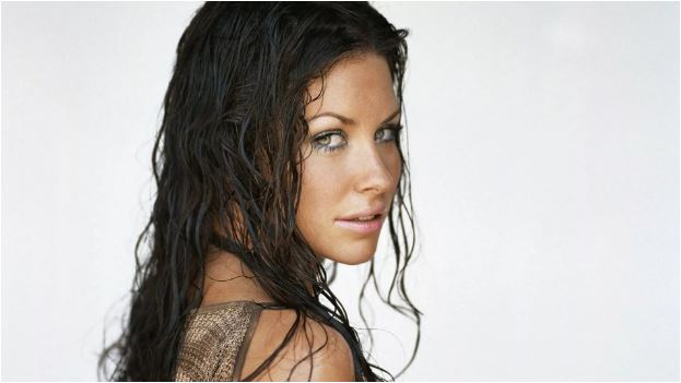 evite cabelos molhados