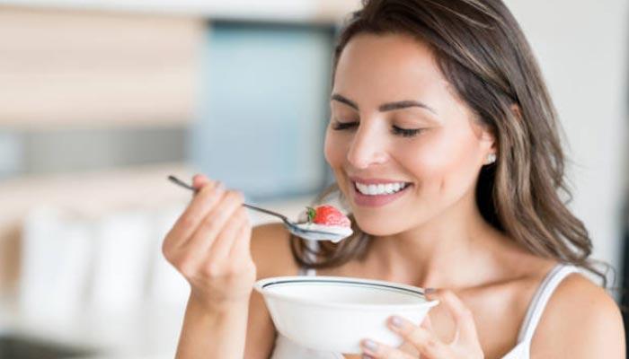 Comendo-yogurte
