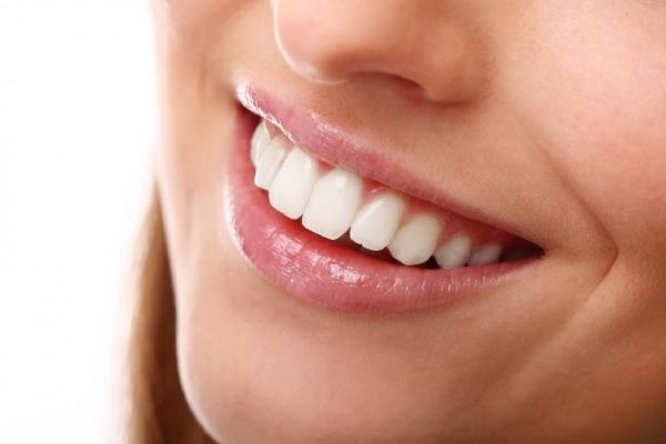 maneiras de deixar os dentes mais brancos